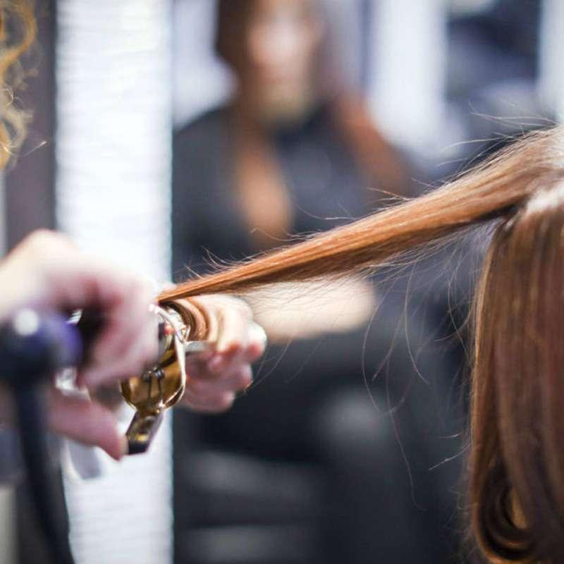 piega dei capelli da nes parrucchieri a Padova