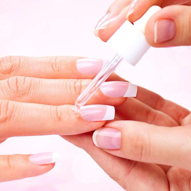 manicure e trattamento nutriente