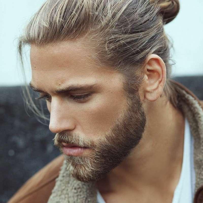 primo piano uomo con nuovo taglio di capelli e barba