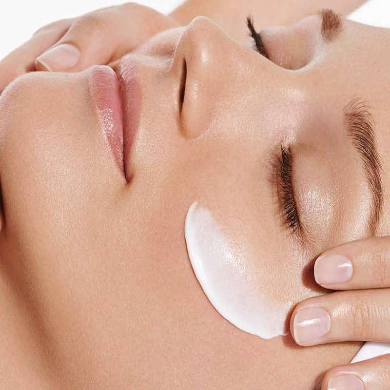 trattamento pulizia del viso idratante