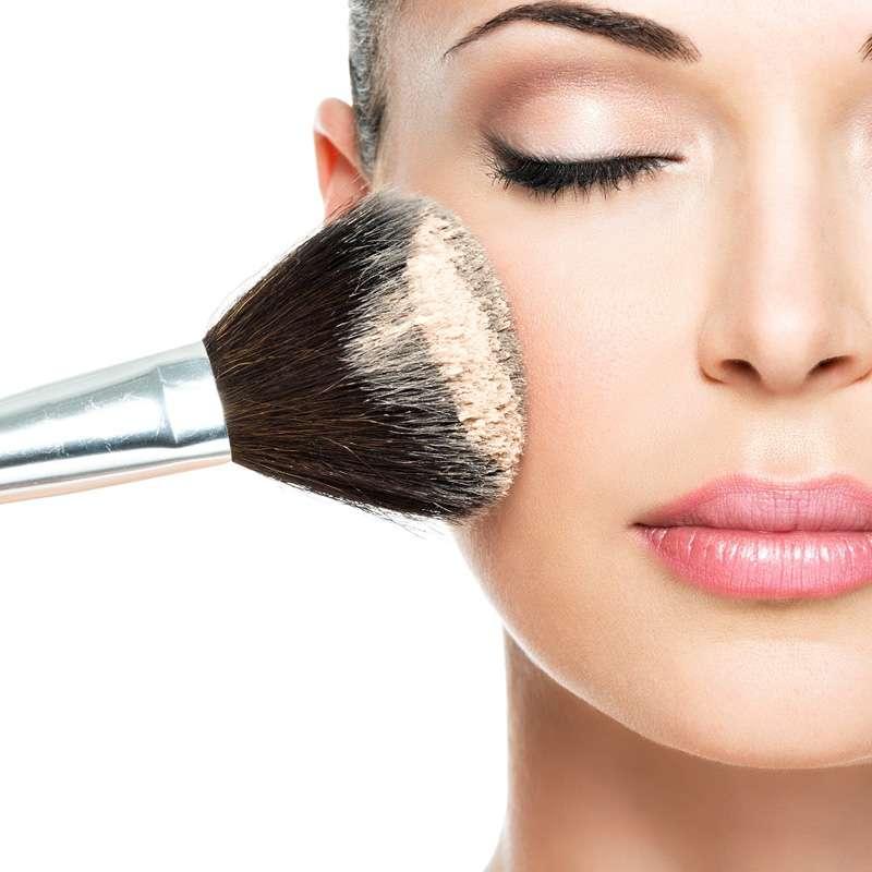servizio make up ad una donna